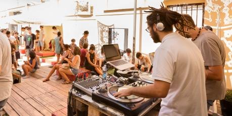 """Un DJ set nel Laboratorio Urbano """"Officina Vecchia San Domenico"""" ad Andria (BT) . Réportage realizzato per la Regione Puglia (Iniziativa denominata Bollenti Spiriti) nell'Autunno 2014."""