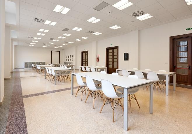 Arredi mobili forniti dalla Stecchi System di Bari nel Palazzo ex Poste Centrali.