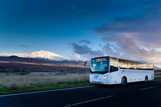 Un autobus Scania sulle pendici dell'Etna. Il servizio è stato commissionato dalla Appelberg Publishing di Stoccolma per conto della Scania che ha fornito nuovi autobus alla Ferrovia Circumetnea (Catania) - febbraio 2013