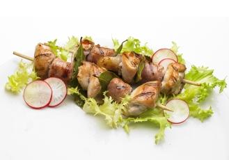 la preparazione dei piatti cucinati per la fotografia è una operazione complessa, che richiede la presenza di uno chef o di un Home Economist