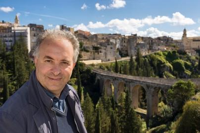 Michele D'Alonzo, owner of Elfim srl. Background: the aqueduct bridge of Gravina in Puglia
